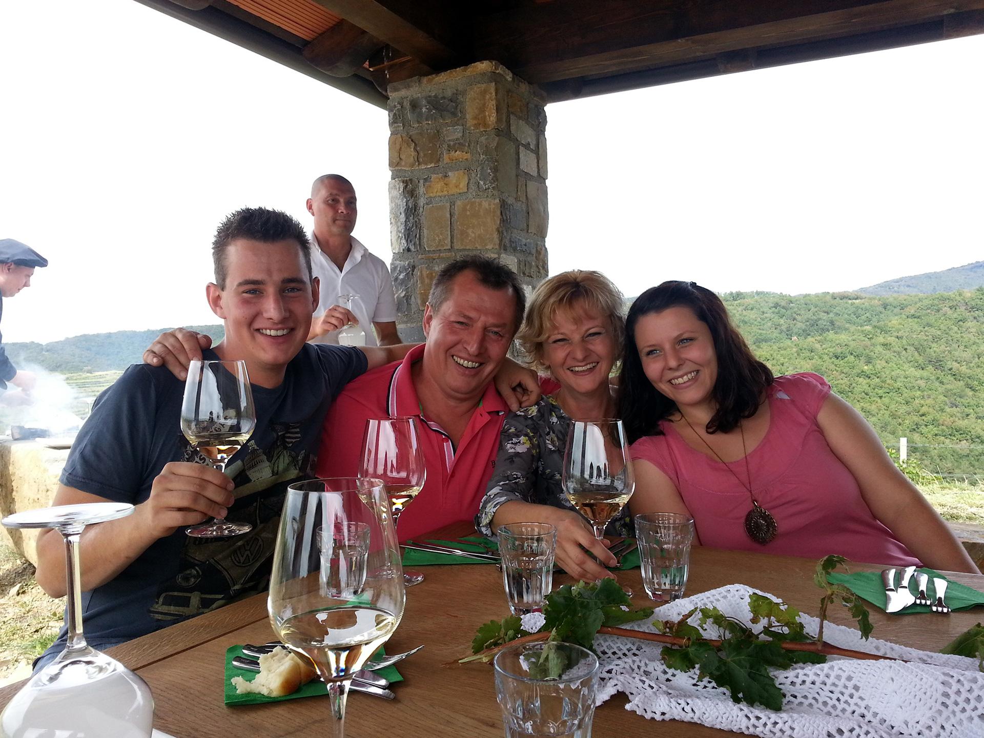 Testimonials_erzeticfamily_topbanner-2